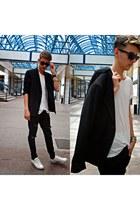 white New Yorker t-shirt - black Zara jeans - black blazer