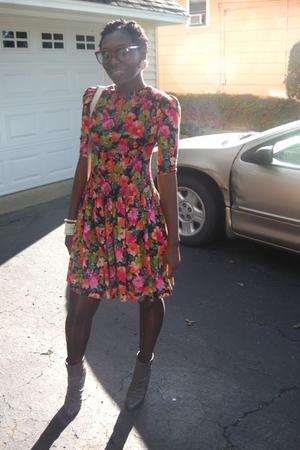 goodwill vint floral dress - vint bag - American Apparel sunglasses - vint earri