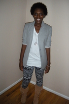 Goodwill blazer - Hanes 3 pack v-neck tee - Urban Outfitters leggings - joyce le