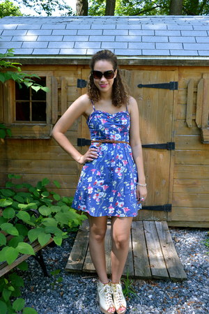 blue flowers American Eagle dress - brown Betsey Johnson sunglasses - light brow