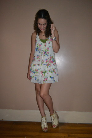white hollister dress - ivory Dollhouse wedges - olive green abercrombie and fit