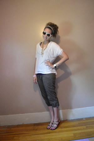 peach striped Forever 21 shirt - neutral Forever 21 sunglasses - brown capris ho