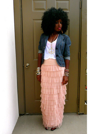 blue denim blazer - white cotton t-shirt - nude Tulle Maxi skirt