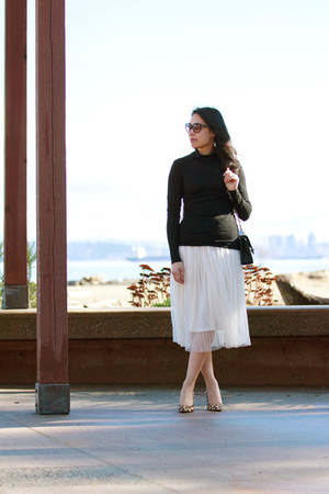 off white tulle Ruche skirt - black turtleneck Babaton sweater