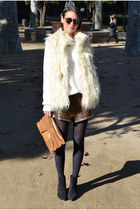 off white oversized H&M sweater - beige clutch Friis & Company bag
