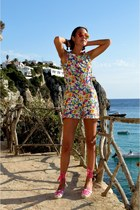 floral print suiteblanco romper - orange mirrored Ray Ban sunglasses
