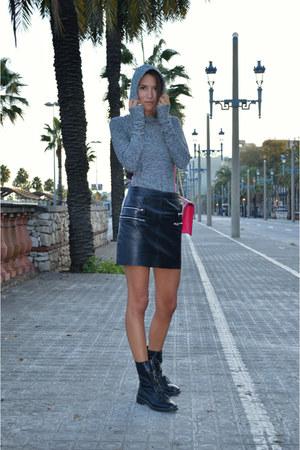 black leather Zara skirt - heather gray athletic Bershka sweater