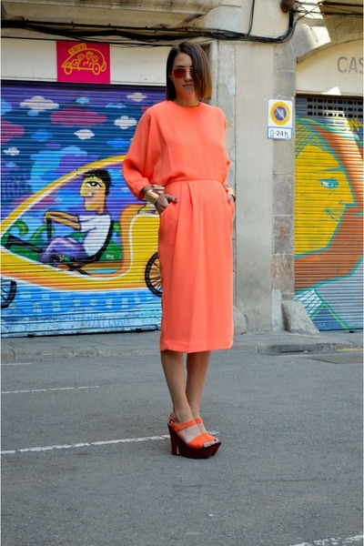 gold arm cuff H&M bracelet - orange tailored & other stories dress