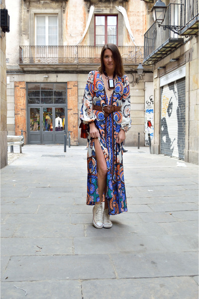 blue maxi dress H&M Trend dress - ivory Converse sneakers