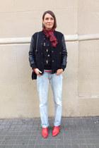 light blue boyfriend jeans acne bag - red vagabond heels