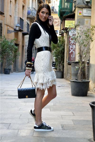 off white fringed pull&bear dress - black leather Chanel bag
