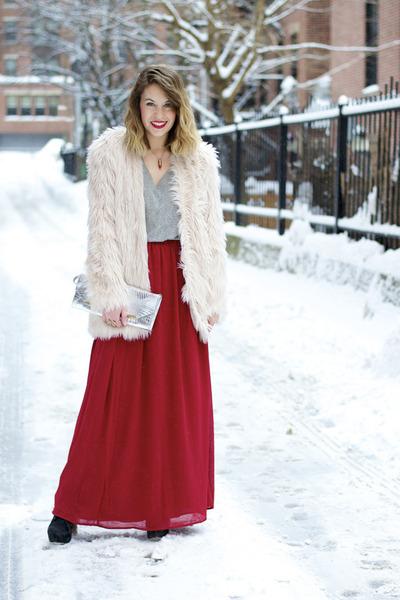 light pink faux fur H&M coat - silver clutch brahmin bag