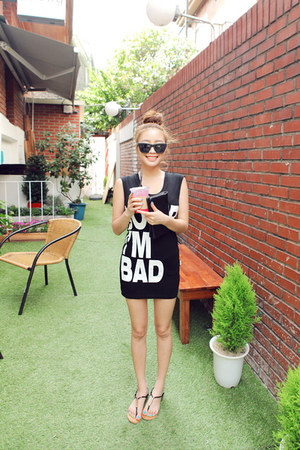 black Stylenanda dress - black t-shaped Stylenanda sandals