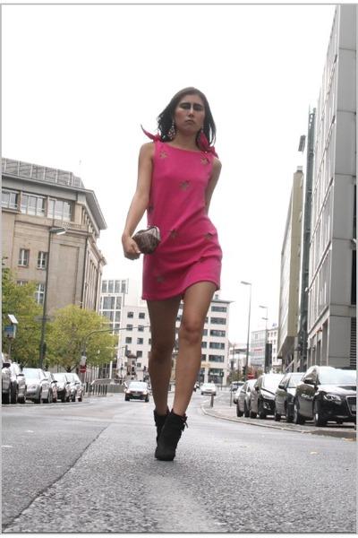 beige Styligion bag - hot pink Three Floor dress - light pink Styligion earrings