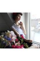 ruby red Styligion earrings - white Sed Etiam blouse