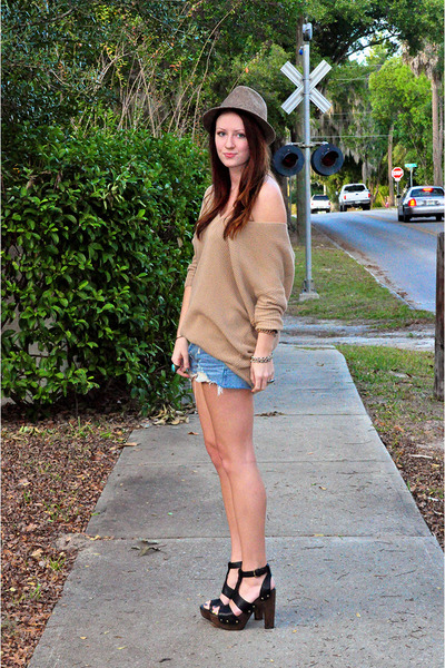 black stuart weitzman shoes - blue Levis shorts - camel Express top