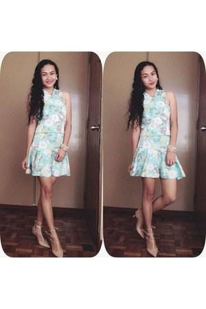 aquamarine floral top - aquamarine floral skirt - peach heels
