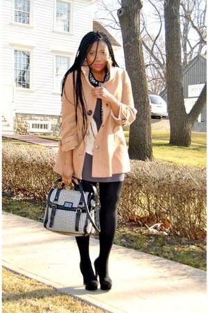 caramel coat - houndstooth purse