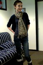 blue Aigle boots - blue Vigoss jeans - beige vintage scarf - gray Forever 21 t-s