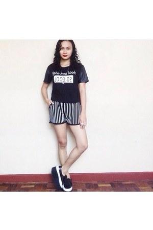 black shoes - black shirt - black stripes shorts