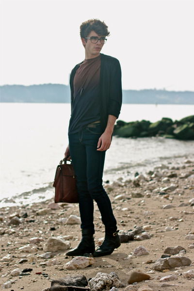 navy ombre COS t-shirt - black vintage boots - navy H&M jeans