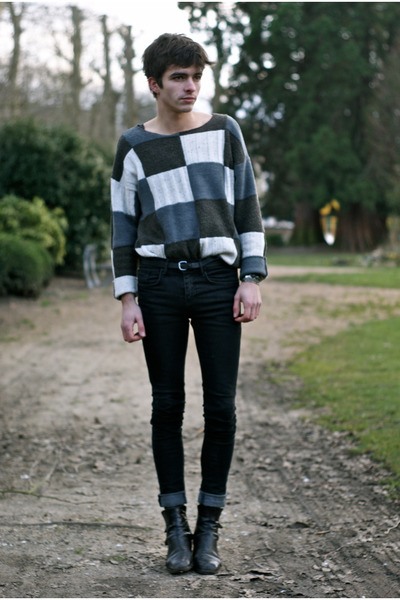 vintage sweater - vintage boots - fashops jeans - Zara belt