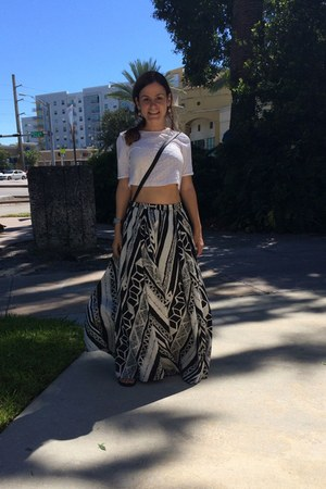 white cropped top Mango t-shirt - mossimo Target bag - print vintage skirt