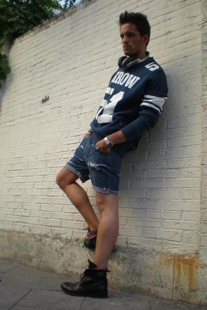 Arrow sweater - Liberto shorts - boots