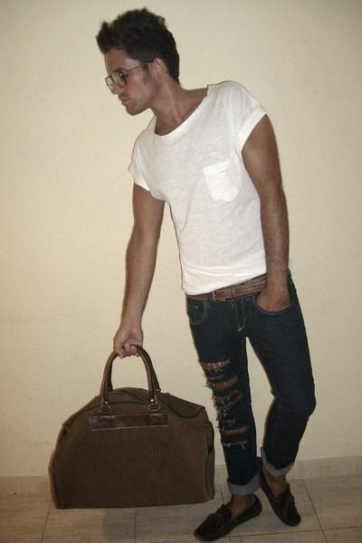 t-shirt - jeans - shoes - belt