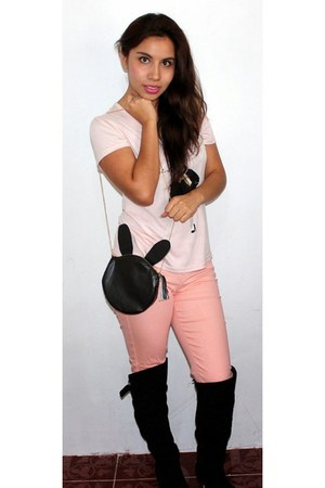 black boots - black Muuah bag - light pink t-shirt