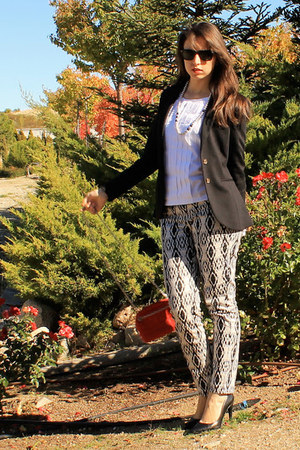 white Sfera blouse - black H&M blazer - red Zara bag - black Zara pumps