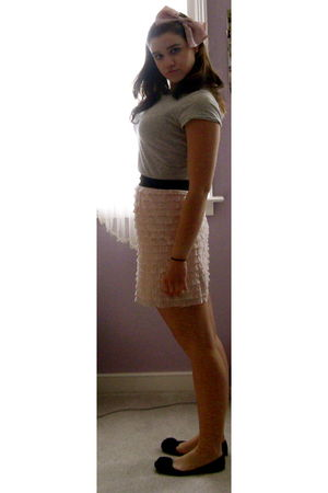 pink urban outfiters skirt - gray abercrombie and fitch t-shirt
