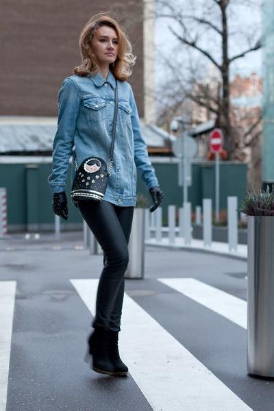 10e797be95718d black Accessorize bag - sky blue Levis jacket - black Uniqlo leggings