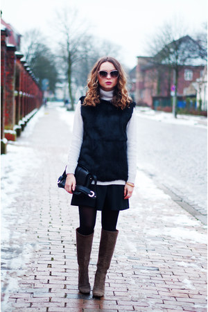 black fur Strenesse vest - light brown lanvin boots - off white Stefanel sweater