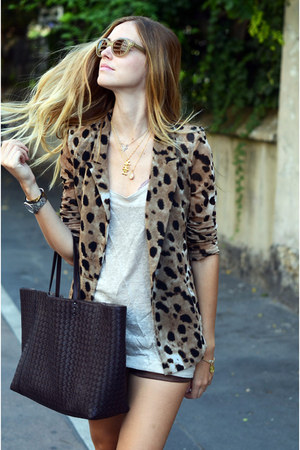 gold Mickey Mouse necklace - BOTTEGA VENETTA TOTE bag - leather Mangano shorts