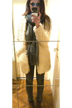 light brown cowboy suede Zara boots - beige lamb fur Zara coat