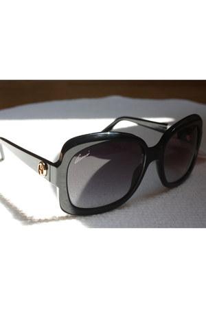 black Gucci sunglasses