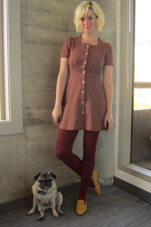 vintage flats - vintage dress - modcloth tights