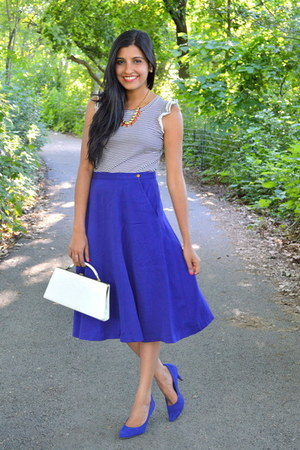 blue midi thrifted vintage skirt - white vintage bag - blue suede Payless pumps
