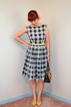 black gingham vintage dress - black vintage bag - yellow Nine West pumps