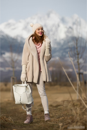 neutral Sheinside coat - pink Timberland boots - neutral Sheinside hat