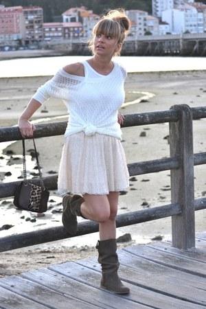 Zara skirt - Stradivarius boots - Zara t-shirt - Stradivarius cardigan