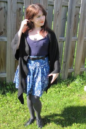 black Vans shoes - black Fraas scarf - navy hip t-shirt