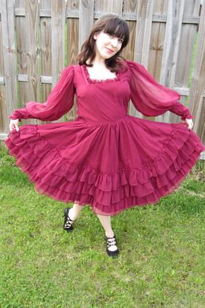 maroon Barbaras Western Fashions dress - black Nine West heels