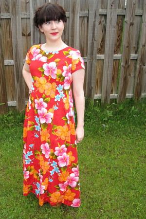 red Ui-Maikai dress - tawny kensie wedges