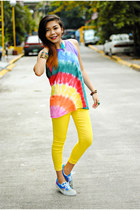 yellow tie dye DIY shirt - blue colorful Vans sneakers