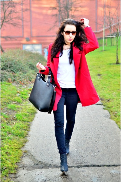 red Choies coat - white h&m divided t-shirt - black Czas na buty wedges