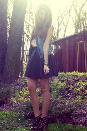 black new look heels - light pink Sugarlips top - sky blue Stradivarius vest