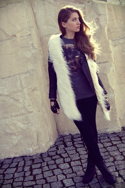ivory lookbookstore vest - black OASAP jacket - dark gray pull&bear t-shirt