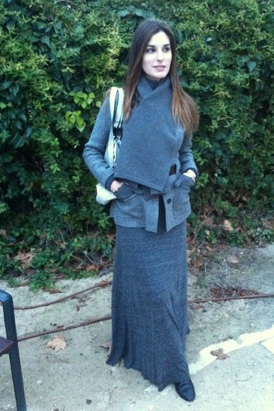Mauro Leone boots - Burberry jacket - Pedro del Hierro scarf - Zara skirt